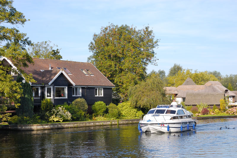 Riverside Cottages on the River Bure at Wroxham